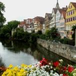 Tübingen am Neckar, hinten der Hölderlinturm (2011)