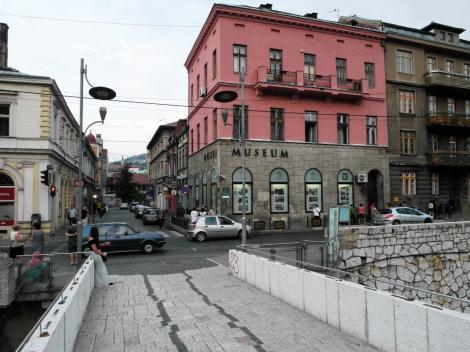 Sarajevo: Lateinerbrücke mit Ort des Mordes 1914 (2015)