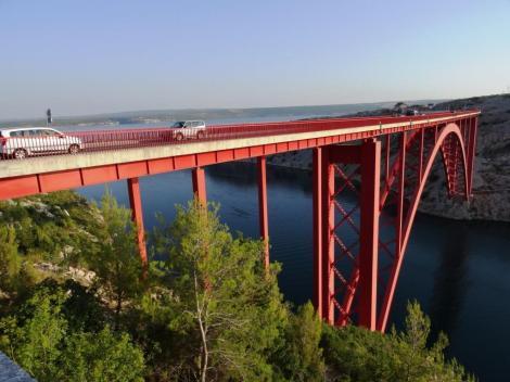 Bild der Maslenica-Brücke über die Novsko-Schlucht (Verbindung zw. Novigrader Meer und Velebitkanal)