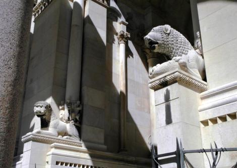 Split: Diokletianspalast - Kathedrale romanische Löwenfiguren am Fuß des Glockenturms (2016)