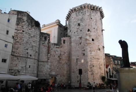 Split: Obstplatz [Gebr. Radic-Platz] - Wehrturm des Kastells (2016)