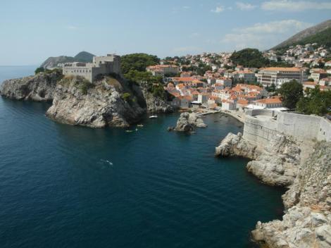 Dubrovnik: Blick von der Stadtmauer zur Lovrijenac-Festung (2015)