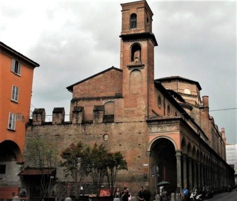 Vorne Oratorium S. Cecilia, dahinter Kirche San Giacomo Maggiore (2017)