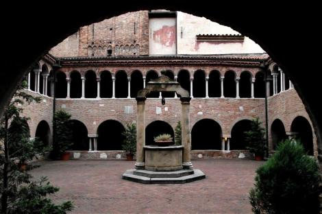 Kirchenkomplex Santo Stefano: Kreuzgang (2017)