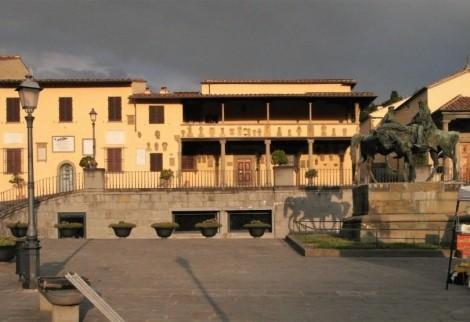 Palazzo Pretorio, davor Denkmal Viktor Emanuel und Garibaldi (2017)