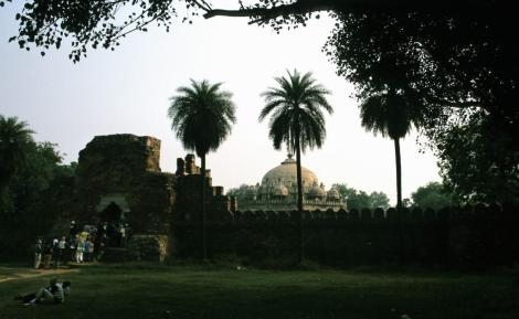 Delhi: Blick zum Isa Khan-Mausoleum (2000)