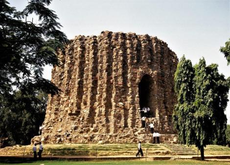 Delhi: Qutb Minar - Unvollendetes Minarett Alai Minar (2000)