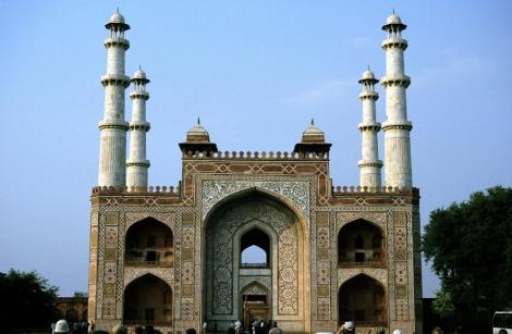 Sikandra: Akbar-Mausoleum - Torbau (2000)