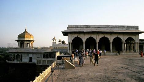 Agra: Fort - rechts Diwan-i-Khas, links Musamman Burj [achteckiger Turm] (2000)