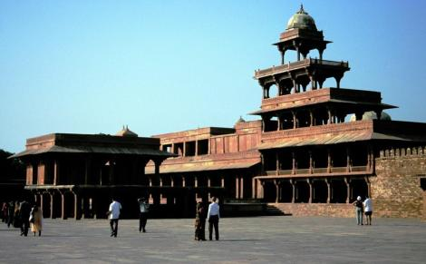 Fatehpur Sikri: rechts Panch Mahal (2000)