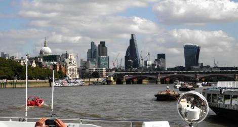 Blick zur City von London mit der Blackfriars Bridge (2014)