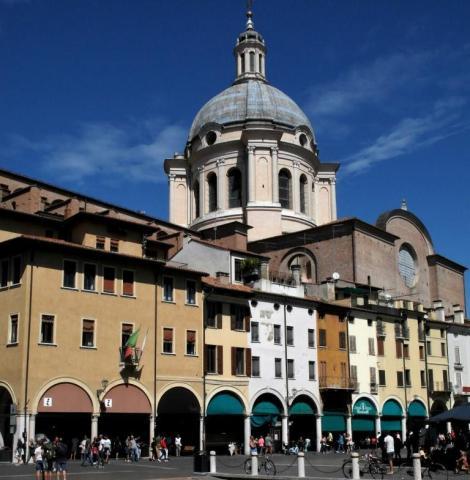 Piazza della Erbe mit Kuppel von Sant' Andrea (2017)