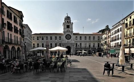 Piazza dei Signori, hinten Palazzo Capitanio (2017)