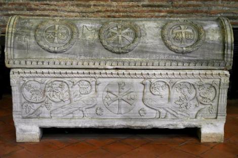 Sant' Apollinaris in Classe: Sarkophag des Bischofs Teodoro (2017)