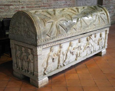 Sant' Apollinaris in Classe: Sarkophag der 12 Apostel [Gesetzesübergabe an Paulus, 5.Jh.] (2017)