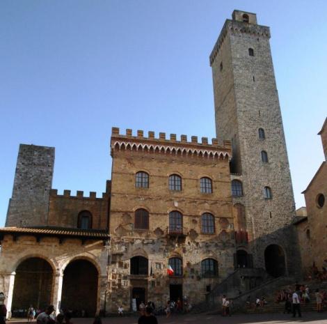Palazzo del Popolo mit Loggia (2017)