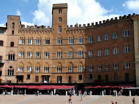 Piazza del Campo: Palazzo Sansedoni (2017)
