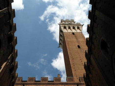Palazzo Pubblico: Blick aus dem Innenhof auf die Torre del Mangia (2017)