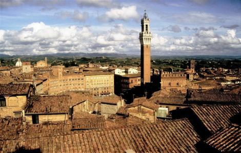 Blick vom Duomo Nuovo zur Piazza di Campo (1991)