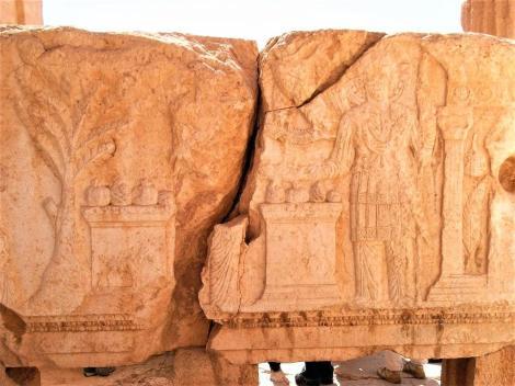 Baal-Tempel: Cella - Deckenbalken des Peristyls: Aglobol und Malekbel vor ihrem Heiligtum (2008)