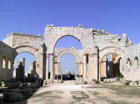 Simeonskloster: Blick aus der Ostbasilika zum Oktogon (2008)