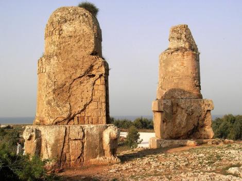 Amrit: Grabdenkmäler [Spindeln bzw. Meghazile] (2008)