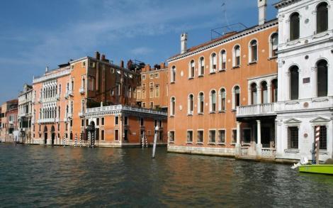 Canal Grande: links Palazzo Pisani Moretta und Palazzo Barbarigo della Terrazza, rechts Palazzo Cappello Layard (2017)