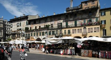 Piazza delle Erbe: Häuser der Mazzanti (2017)