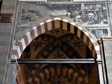 """Kirche Sant' Anastasia: Pellegrinikapelle Eingang Fresko """"Hl. Georg mit Prinzessin"""" von Pisanello (2017)"""