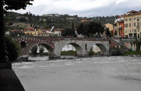 Ponte Pietra über die Etsch (2017)
