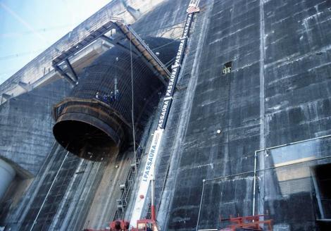 Itaipú-Staudamm: Fallrohr im Bau (2003)