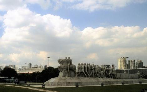 São Paulo: Ibirapuera-Park mit dem Monumento aos Bandeirantes (2003)