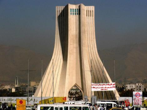 Teheran: Azadi-Monument (2007)
