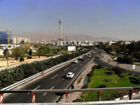 Teheran, im Hintergrund das Elbursgebirge (2007)