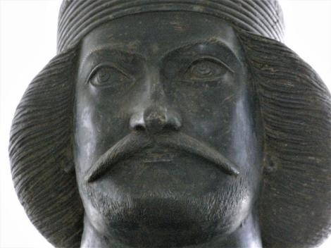 Teheran: Nationalmuseum - Bromzestatue des Partherfürsten Schami (2007)