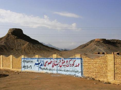 Yazd: Zoroastrier-Friedhof mit Türmen des Schweigens (2007)