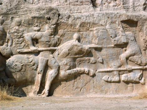 "Naksch i Rustam: Sassanidenrelief ""Reiterkampf König Hormizds II."" (2007)"
