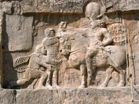 """Naksch i Rustam: Sassanidenrelief """"Triumph Schahpurs I. über die römischen Kaiser"""" (2007)"""