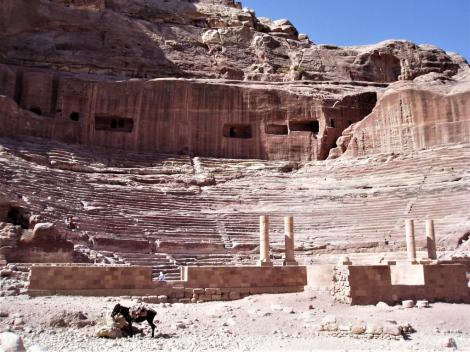 Petra: Theater (2006)