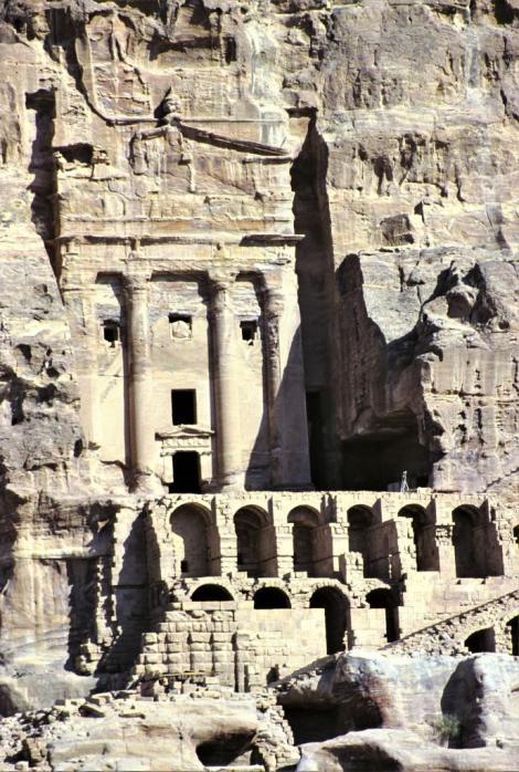 Petra: Königswand - Urnengrab (2006)