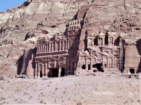 Petra: Königswand - Palastgrab [links] und Korinthisches Grab [rechts] (2006)