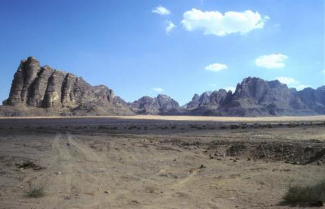 """Wadi Rum: links """"Sieben Säulen der Weisheit"""" (2006)"""