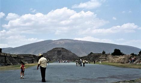 Teotihuacan: Straße der Toten und Mondpyramide (1980)