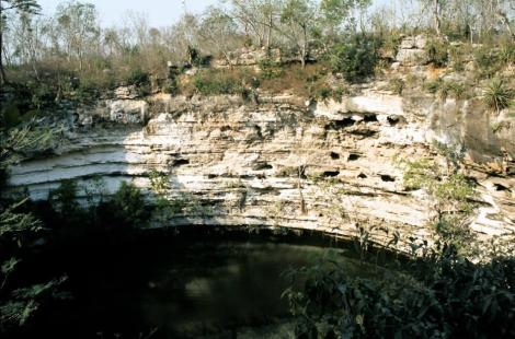 Chichen-Itza: Cenote (1980)