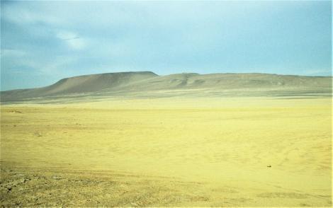 "Landschaft bei ""La Catedral"" südlich Paracas (2005)"