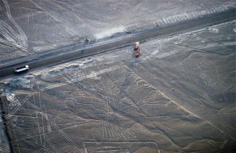 """Nazca: Geoglyphen """"Baum"""" und """"Hände"""" (2005)"""