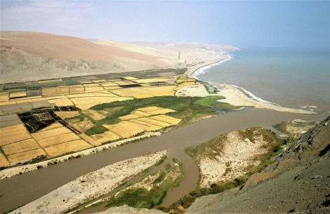 Ocoña-Tal mit Flussmündung (2005)