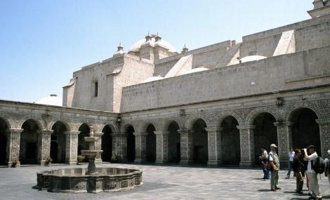 Arequipa: Jesuitenkirche La Compañia de Jesús mit Kreuzgang (2005)