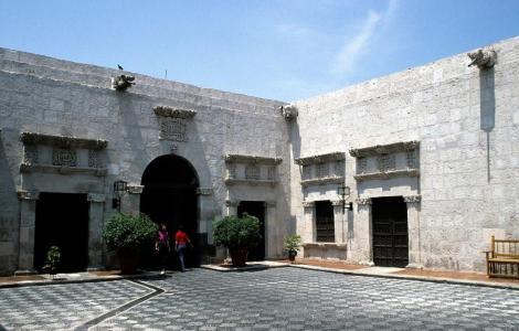 Arequipa: Casa Tristán del Pozo (2005)