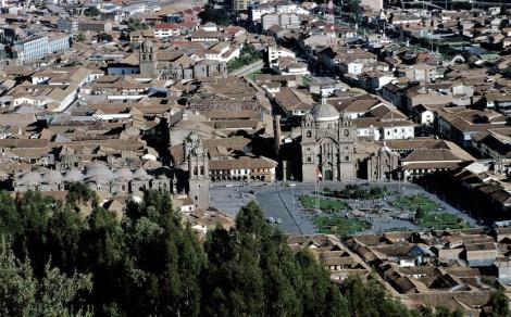 Cuzco: Plaza de Armas und [hinten] Santo Domingo (2005)